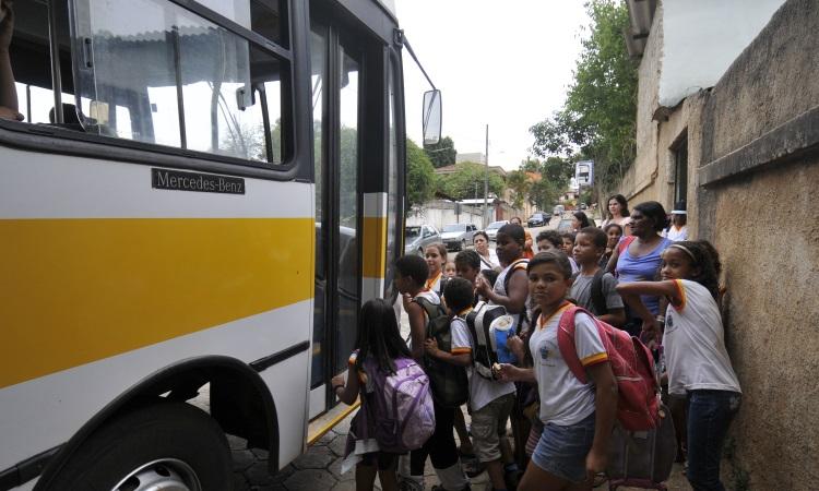 A legislação que determinava as regras para o transporte infantil até então só valia para carros de passeio e não para veículos de transporte coletivo - Juarez Rodrigues/EM/D.A.Press